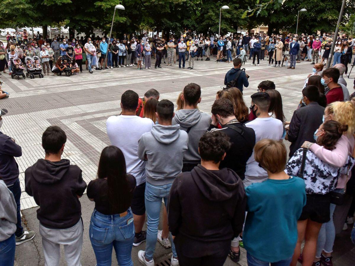 Foto: Concentración para condenar la agresión. (EFE)