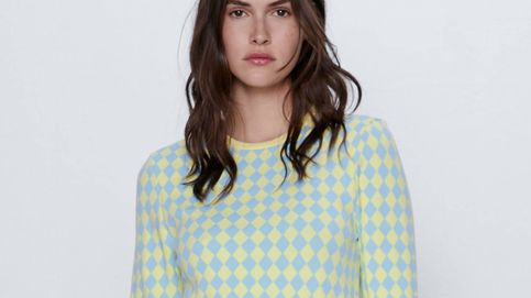 Zara invita a combinar estampados con elegancia gracias a esta falda