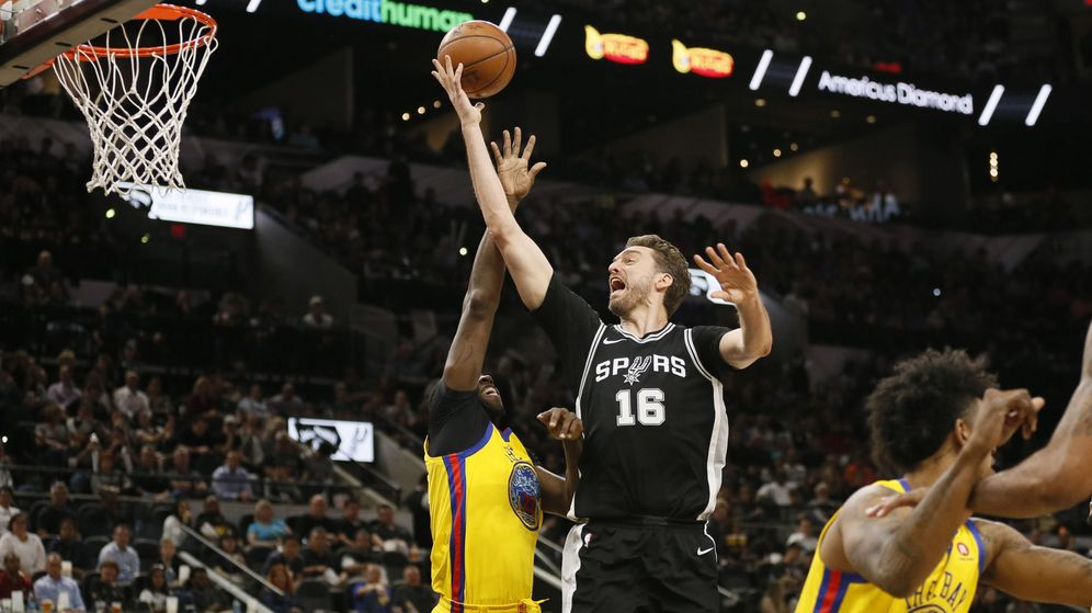 Foto: Cuspinera presenció el Spurs-Warrriors del pasado 19 de marzo. (USA TODAY Sports)