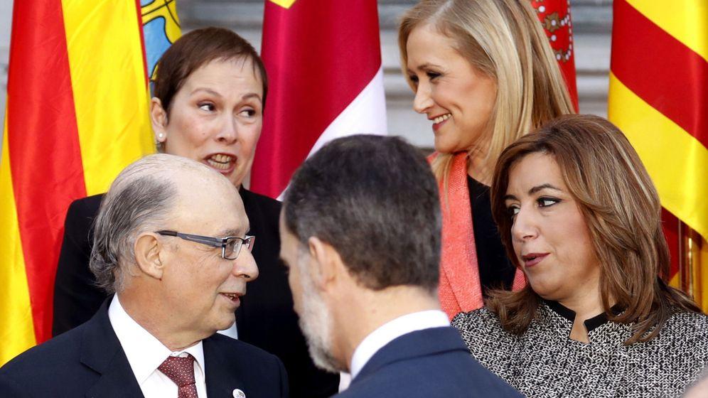 Foto: Cristóbal Montoro junto a Susana Díaz, Cristina Cifuentes y Uxue Barkos en la Conferencia de Presidentes de enero (Efe)