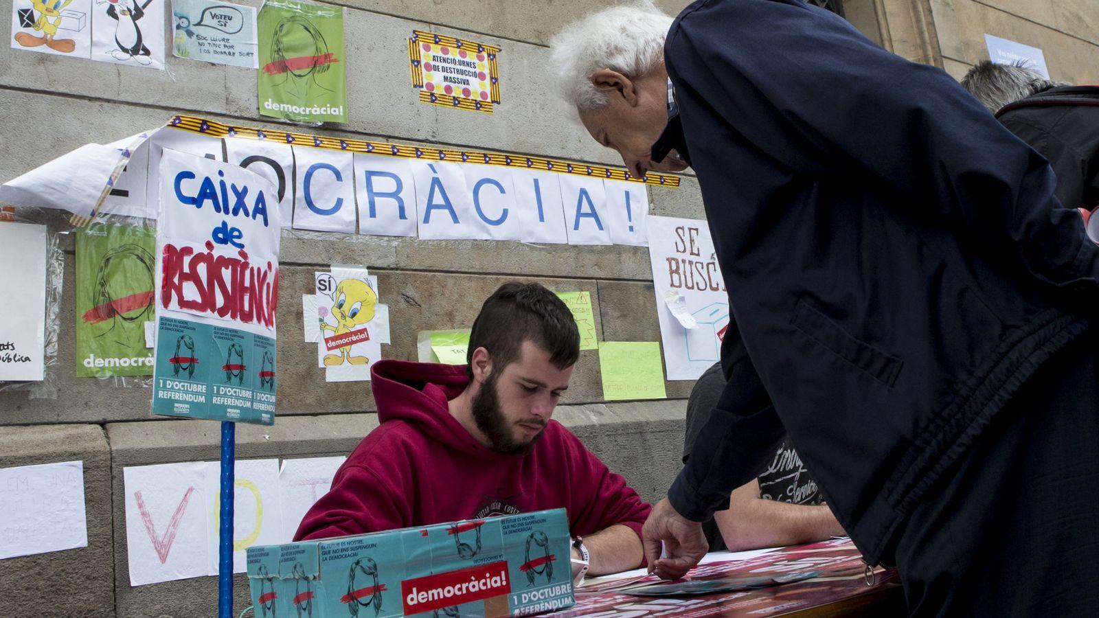 Foto: Jóvenes en la Universidad de Barcelona. (EFE)