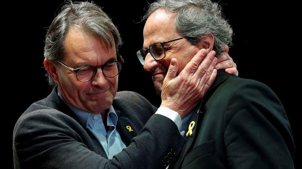 Foto: El presidente de la Generalitat, Quim Torra (d), y el expresidente Artur Mas, durante un acto de JxCAT. (EFE)