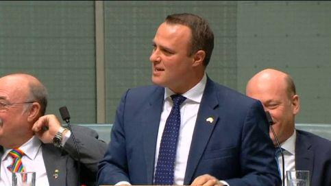 Un diputado australiano le pide matrimonio a su novio en el Parlamento