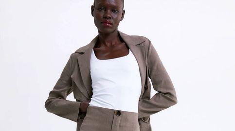 La camiseta de Zara que siempre mejorará nuestros looks del verano