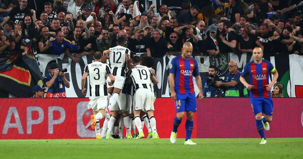 Foto: Mascherano, en el centro, cariacontecido tras uno de los goles de Dybala en el Juventus Stadium. (Reuters)