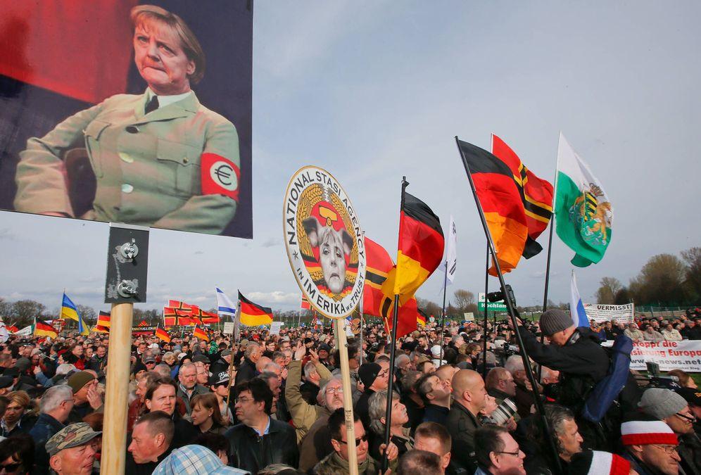 Foto: Seguidores de Pegida durante un encuentro con el político holandés islamófobo Geert Wilders en Dresde, en abril de 2015 (Reuters)