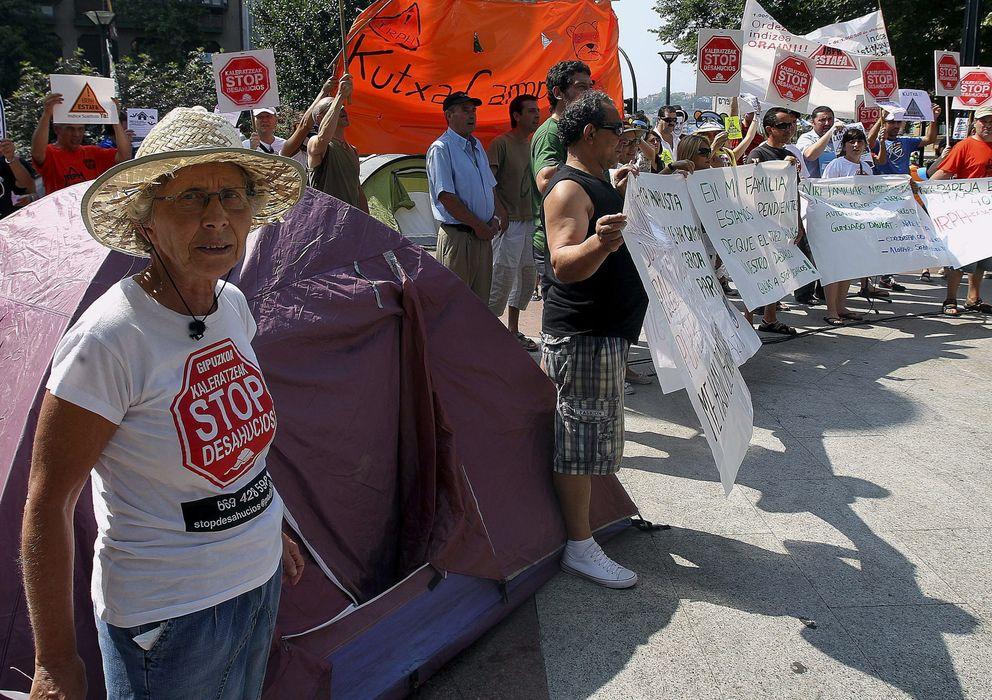Foto: Acampada de afectados por el IRPH y los desahucios (Efe)