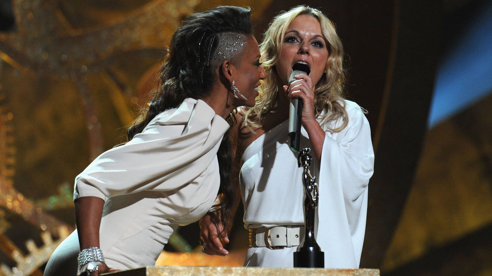 Foto:  Mel B y Geri en los Brit Awards. (Getty)