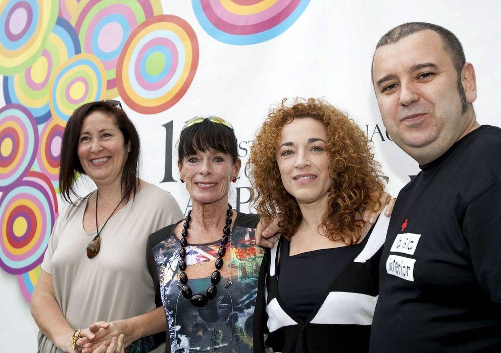 Foto: Dunia Ayaso junto a las actrices Geraldine Chaplin, Cristina Marcos y Félix Sabroso (EFE)