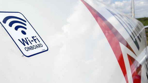 Foto: El motivo por el que el wifi de los aviones es tan lento y caro