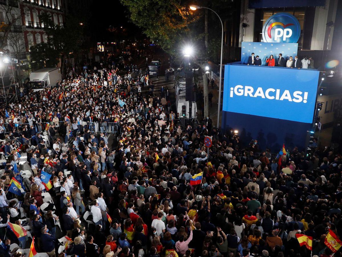 Foto: La sede del PP tras conocerse el resultado de las elecciones del 4-M. (EFE)