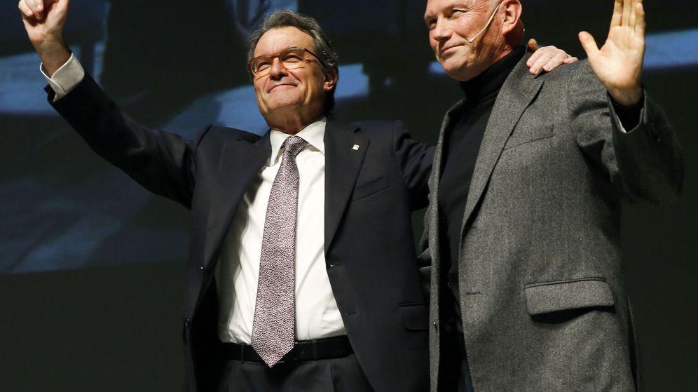 Foto:  El expresidente de Cataluña Artur Mas (i) y el exlendakari Juan José Ibarretxe. (EFE)