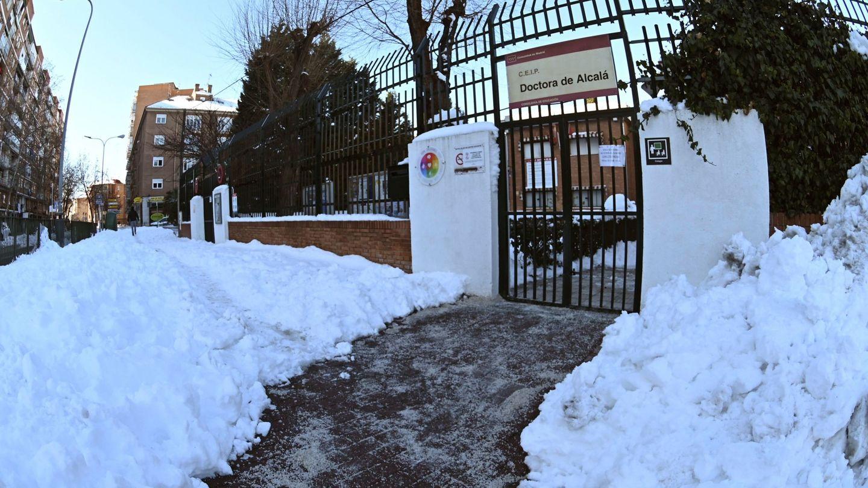 El colegio Doctora de Alcalá en Alcalá de Henares. (EFE/Fernando Villar)