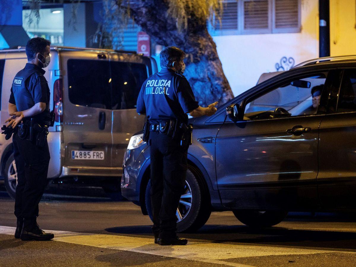 Foto: Policía Local patrullando en Ibiza. (EFE)