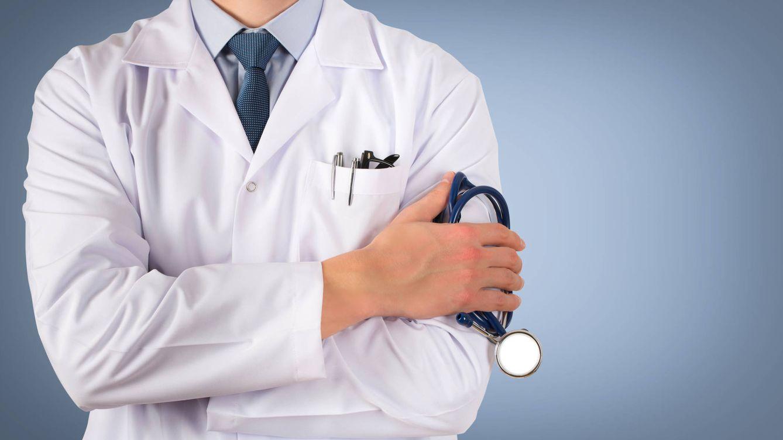 Foto: Un médico esperando a un paciente. (Istock)