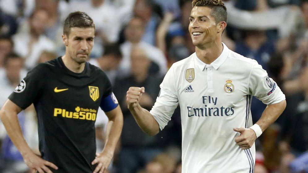 Foto: Cristiano Ronaldo celebra uno de sus tres goles ante la mirada de Gabi. (EFE)