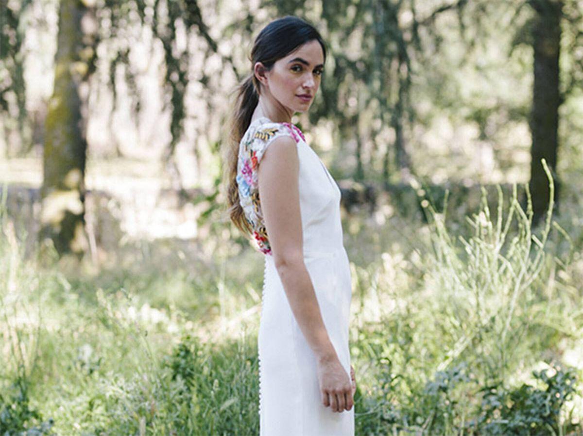 Foto: Vestido de novia con colorido detalle de bordados de Beba's. (Cortesía)
