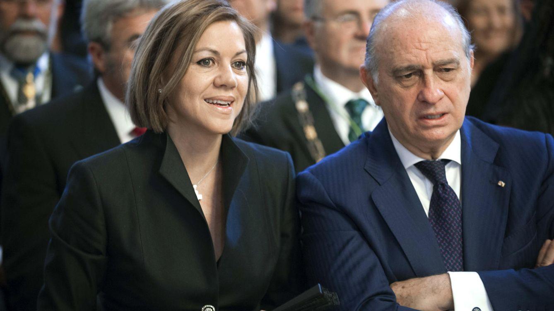 El juez de Kitchen imputa a Fernández Díaz pero deja fuera a Cospedal y su marido