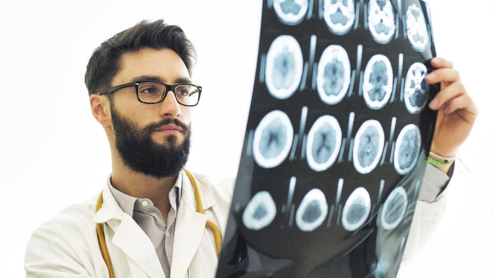 Foto: No todo se descubre mirando escáneres cerebrales. (iStock)