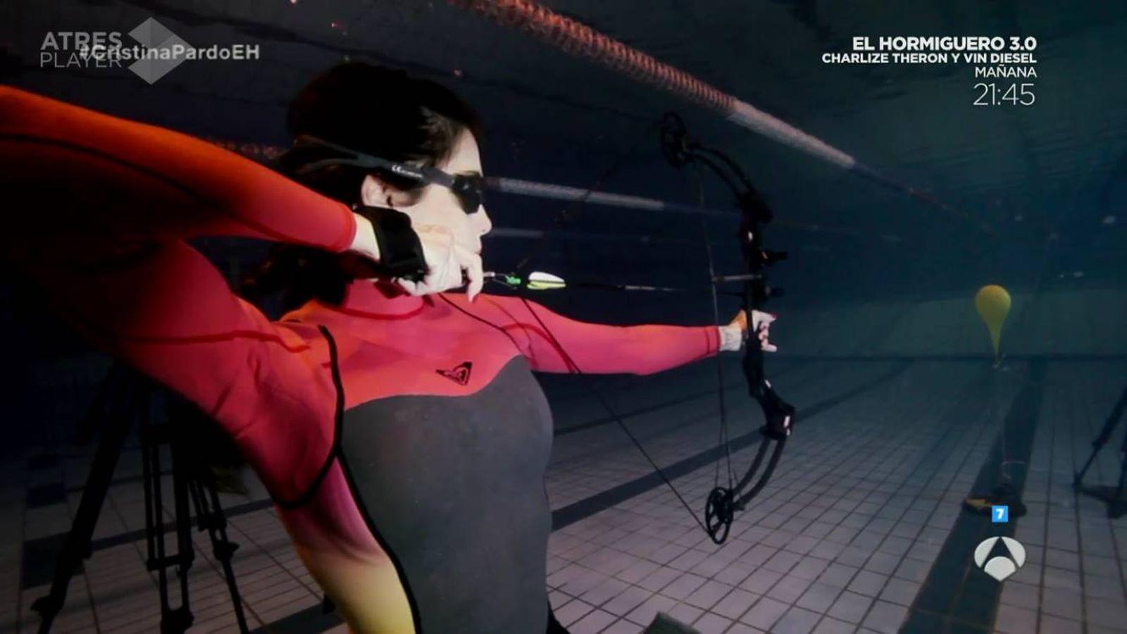 Foto: Pilar Rubio supera el reto de apnea y tiro con arco en 'El hormiguero'.