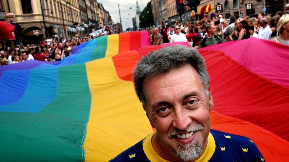 Foto: Gilbert Baker, creador de la bandera arcoíris (EFE)