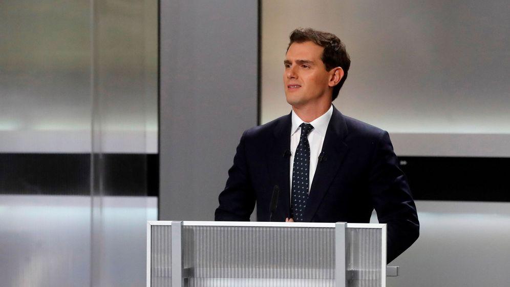 Foto: El candidato de Ciudadanos, Albert Rivera, momentos antes del inicio del único debate electoral. (EFE)