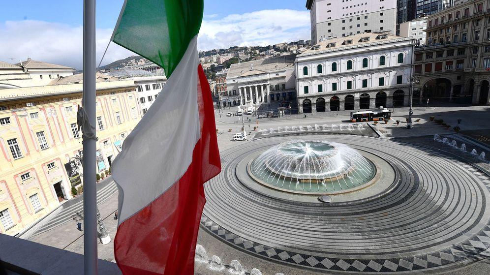 Foto: Bandera a media asta en Génova. (EFE)