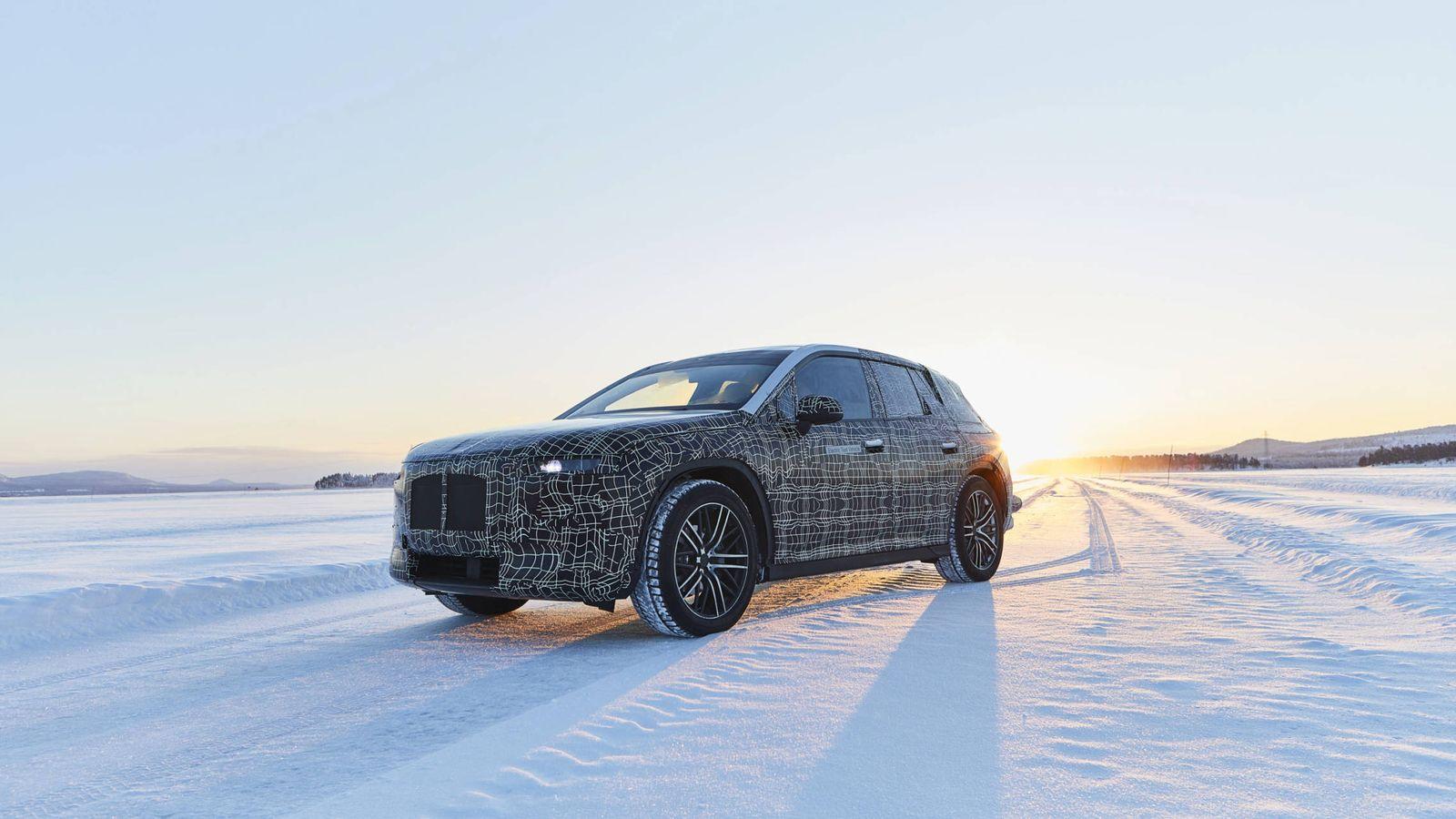 Foto: El iNext se está probando en las pistas de Arjeplog como cualquier otro turismo de BMW.
