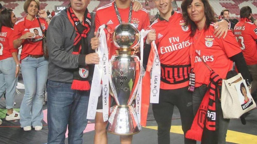 Foto: Joao Félix con sus padres (Carlos y Carla) y su hermano Hugo. (foto vía instagram Joao Félix)