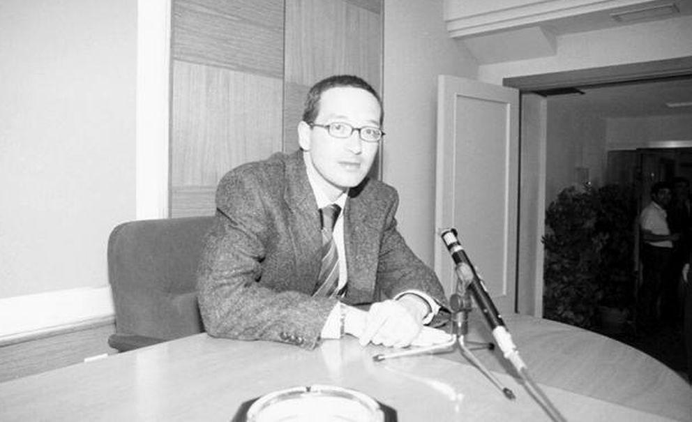 Imagen de Lassalle como profesor de Filosofía de Derecho. Año 2000. (Diario Montañés)