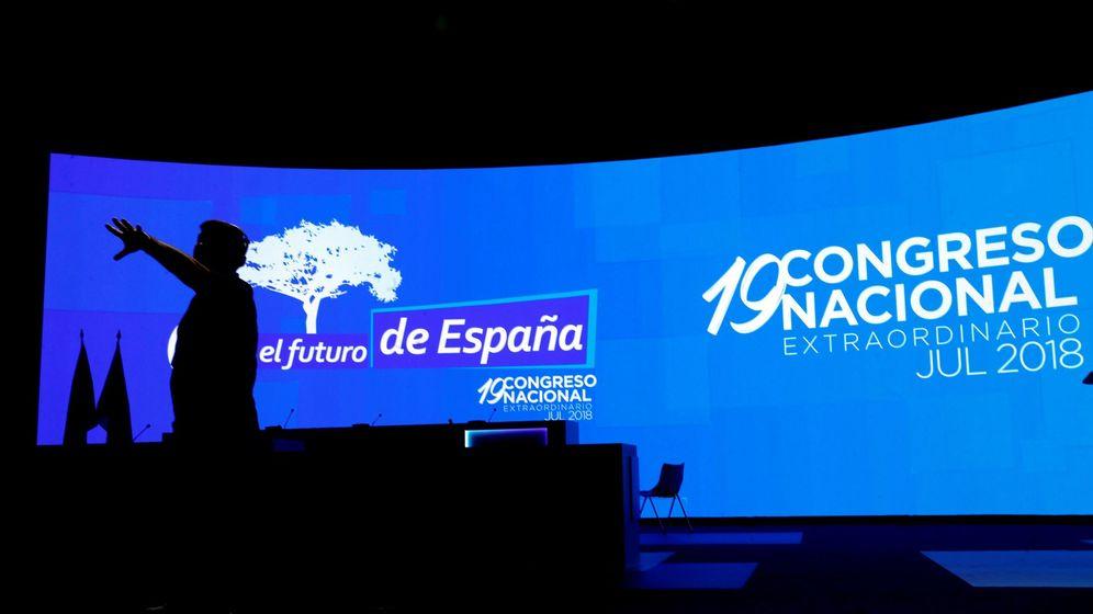 Foto: Vista del auditorio donde desde esta mañana se ultiman los prepeparativos para la celebración del Congreso Nacional del Partido Popular. (EFE)