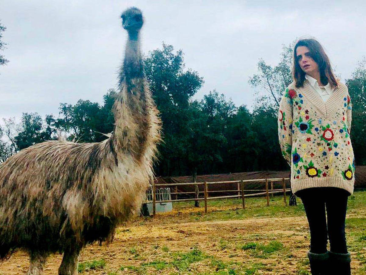 Foto: Macarena Gómez, junto a un emu, en su finca campestre.