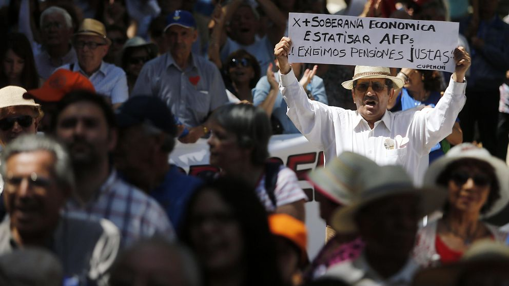 El sistema de pensiones chileno enseña sus costuras y pone a España como modelo