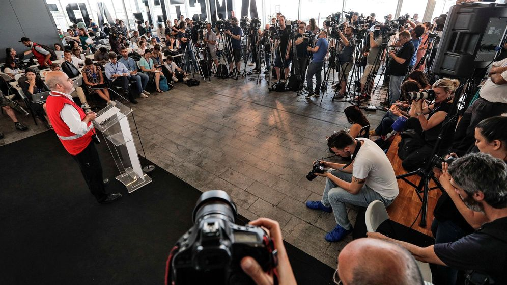 Foto: Máxima expectación en la primera rueda de prensa sobre los detalles de la llegada del Aquarius a Valencia. (EFE)