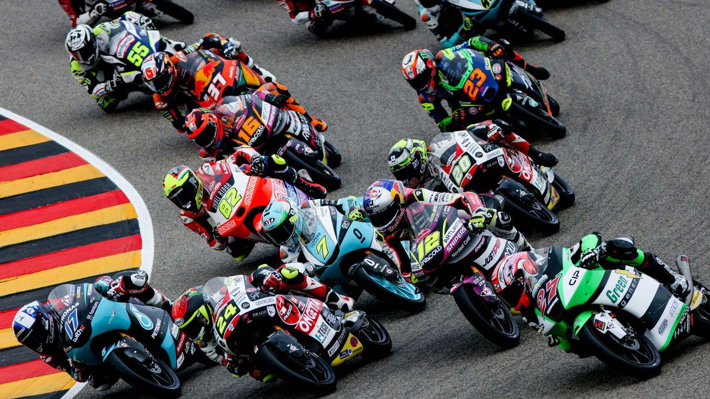 En la categorías de formación del motociclismo, como FIM-CEV o Moto 3 la igualdad (y el riesgo) es extremo.