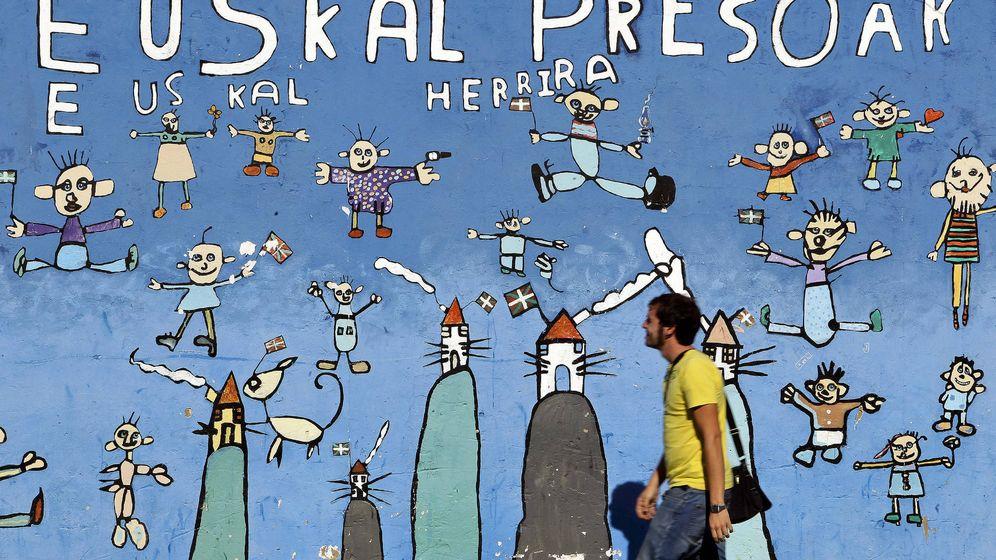 Foto: Vista de un mural de apoyo a los presos de ETA en Guipúzcoa. (EFE)