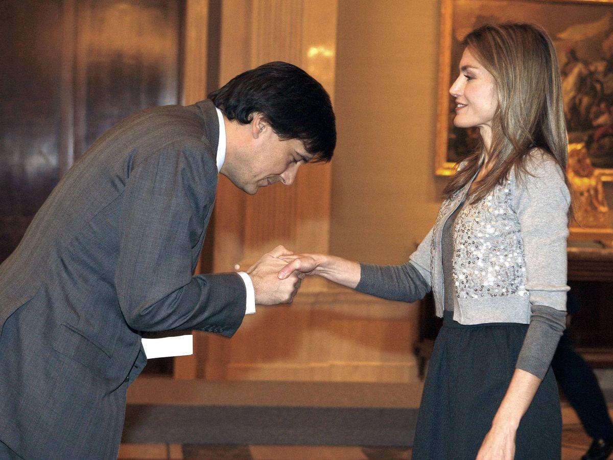 Foto: Manuel Falcó, con la reina Letizia en Zarzuela. (EFE)
