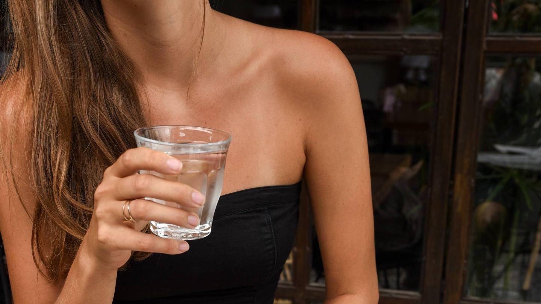 Beber agua puede acelerar tu metabolismo. (Pontus Ohlsson para Unsplash)