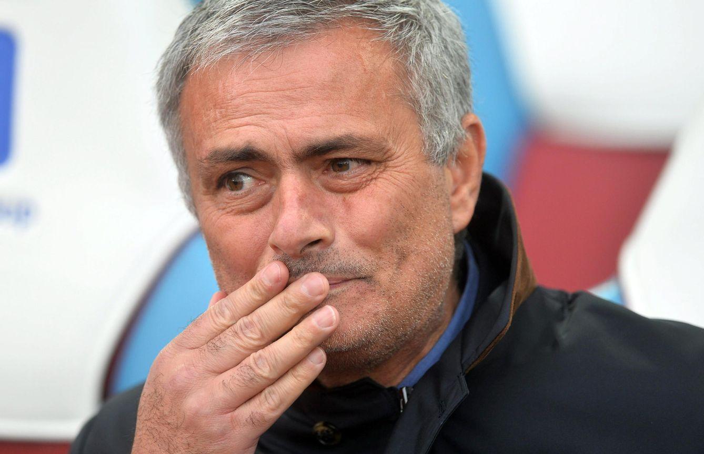 Foto: Mourinho podría estar viviendo su última semana como entrenador del Chelsea (EFE).