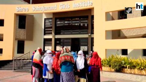 Obligan a desnudarse a 68 universitarias indias para ver si tienen la menstruación