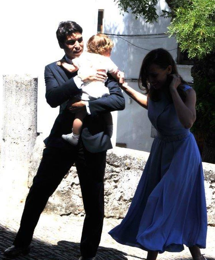 Foto: Cayetano Rivera y Eva González en el bautizo de su hijo. (Sevilla Press).