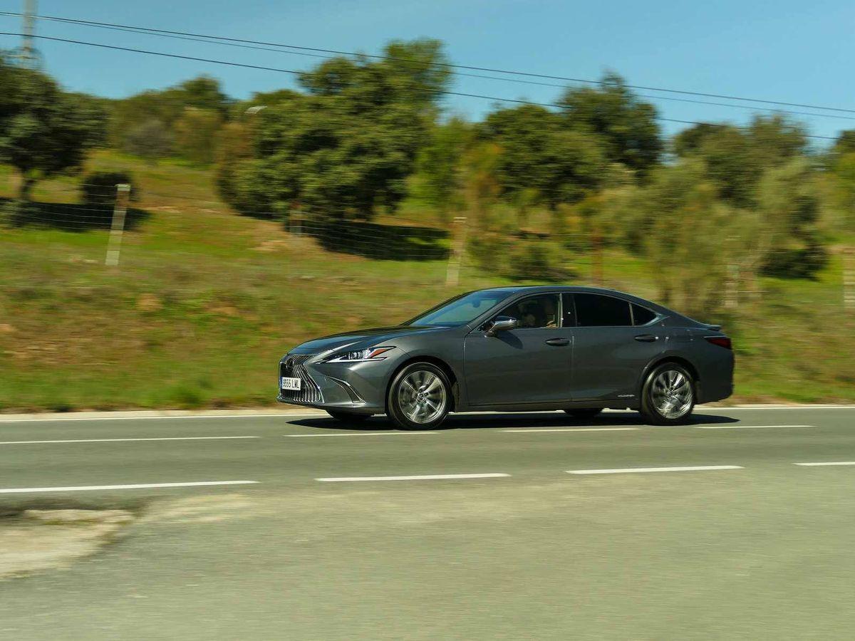 Foto: El Lexus ES300h es una berlina híbrida muy confortable y con un consumo muy ajustado.