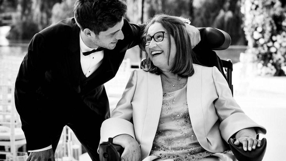 Foto: Sergi Roberto, con su madre, el día de la boda del futbolista.