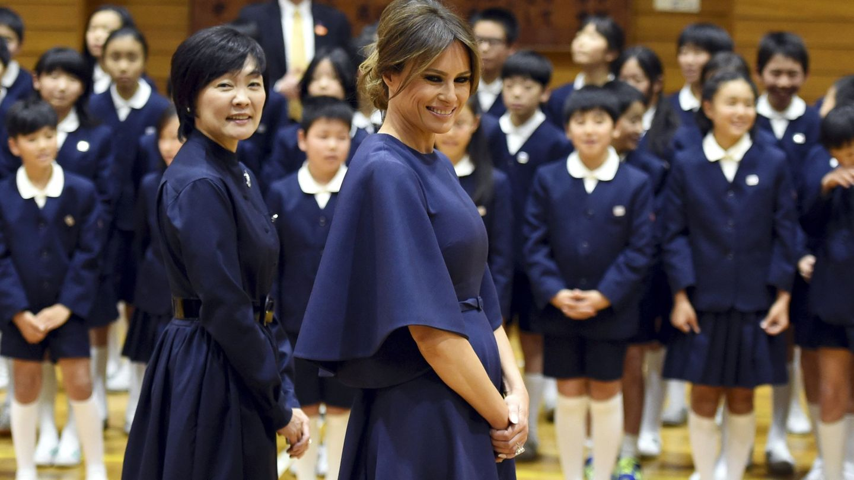Melania Trump en Tokio con el vestido en noviembre de 2017. (EFE)