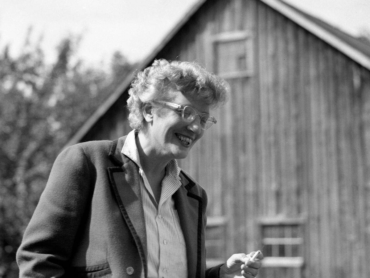 Foto: La escritora May Sarton en 1955. (Alamy)