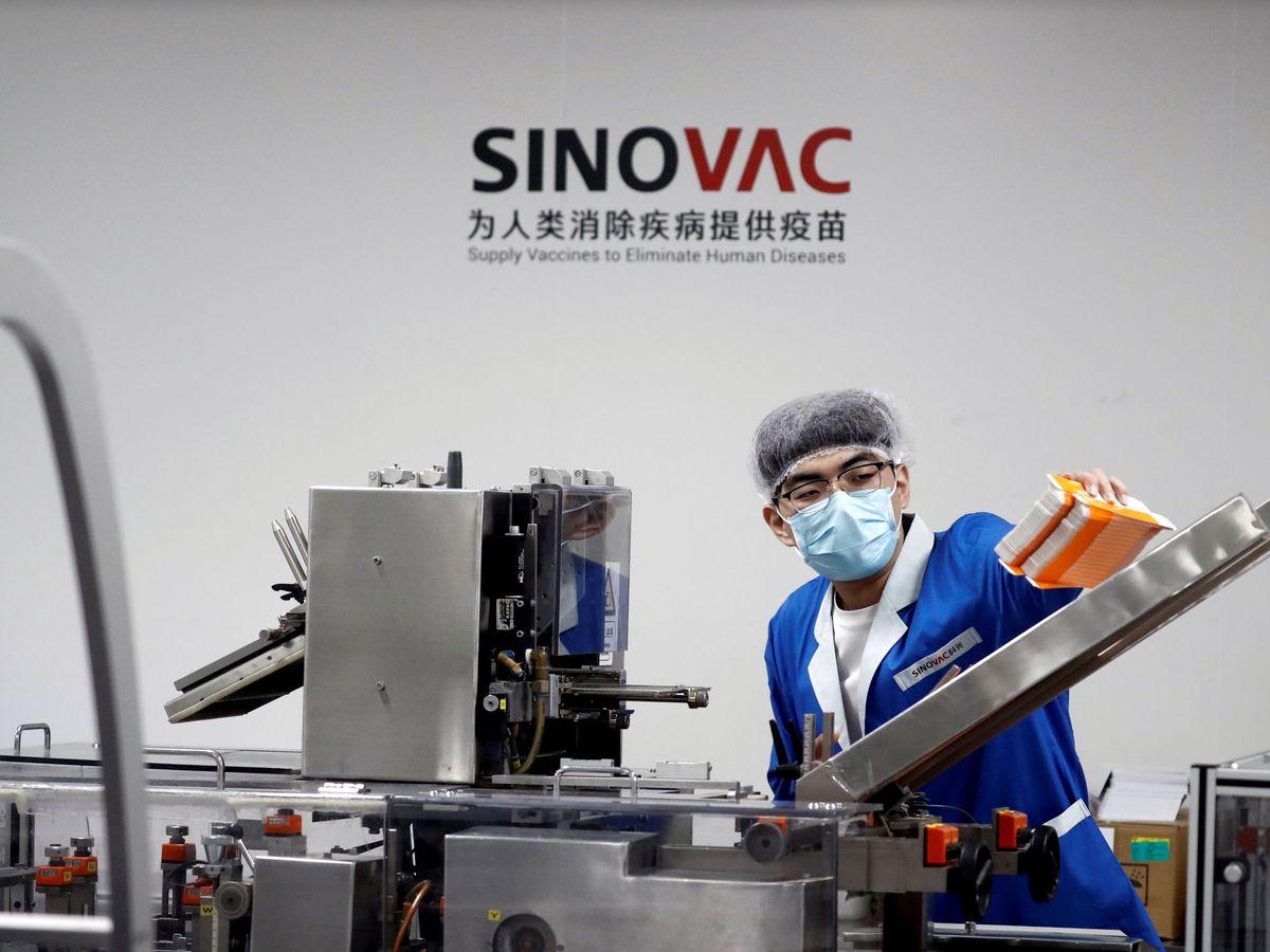 Foto: Fabricación de la vacuna de Sinovac. (Reuters)