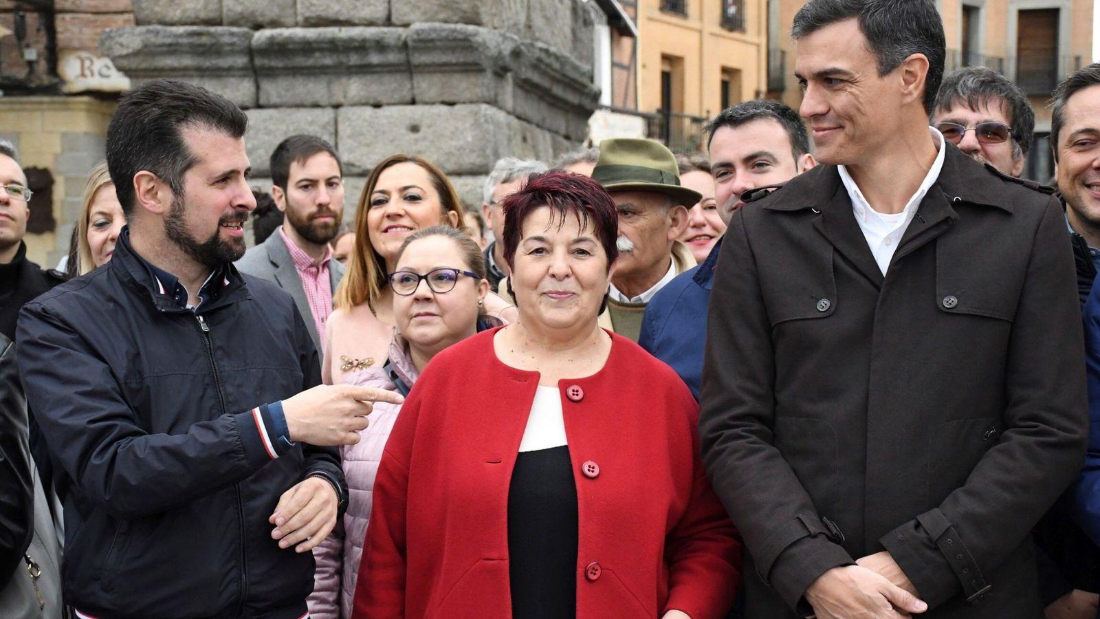 Foto: Pedro Sánchez y el líder del PSOE en Castilla y León, Luis Tudanca, este 12 de mayo en Segovia con la alcaldesa de la ciudad, Clara Luquero. (EFE)