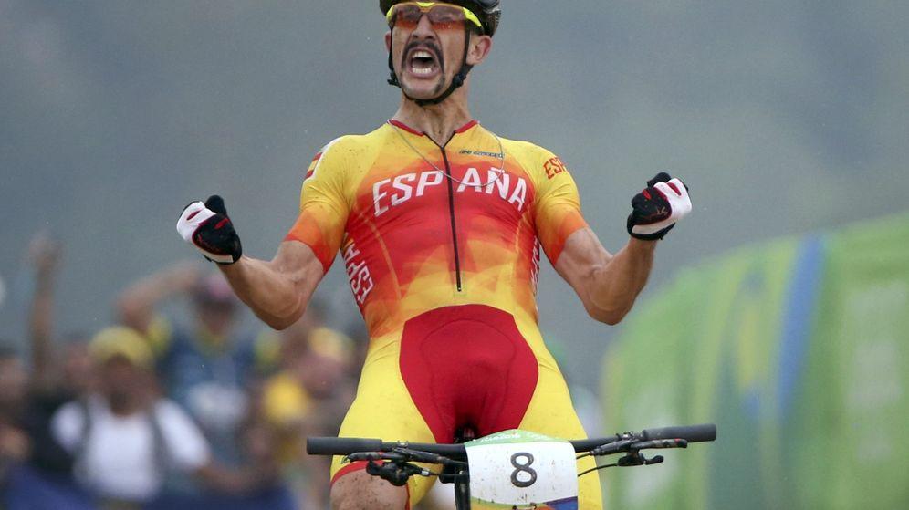 Foto: Carlos Coloma cruzando la meta de Río en tercera posición. (Reuters)
