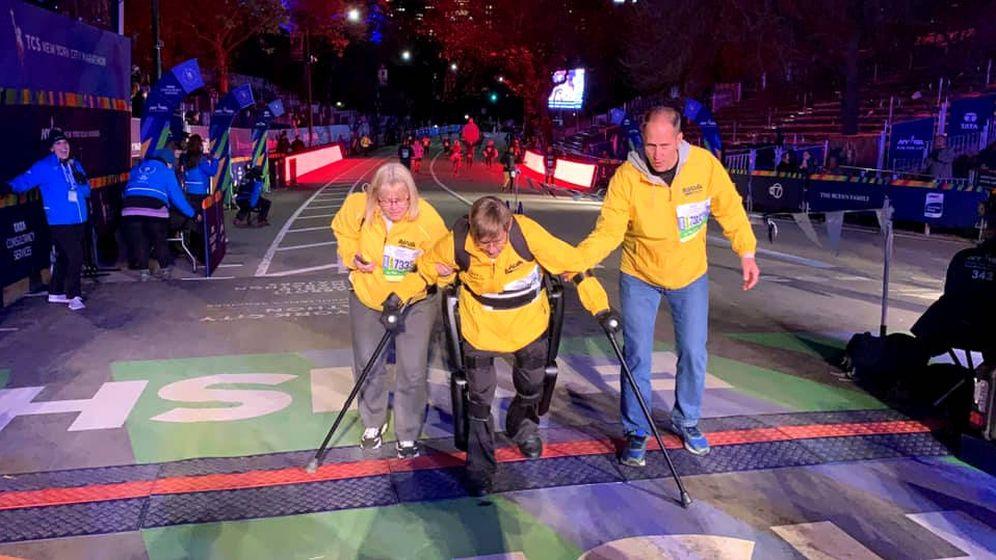 Foto: Terry Hannigan Vereline logró completar los 42.195 metros del Maratón de Nueva York gracias a un exoesqueleto (Foto: Facebook/ReWalk)