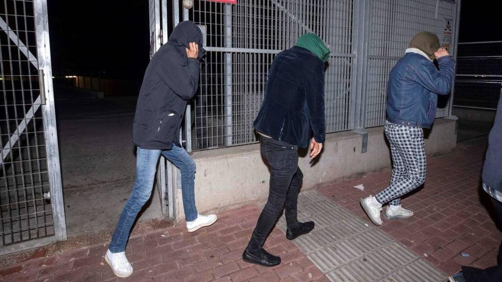 Foto: Los tres jóvenes afganos fueron puestos en libertad el pasado 4 de enero. (EFE)